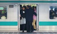 Người dân được tặng đồ ăn nếu đi làm sớm ở Nhật