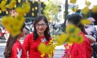 Người Sài Gòn rộn ràng du xuân trên phố ông đồ