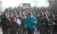 Ông Maduro ngồi xe thiết giáp tham gia diễn tập quân sự