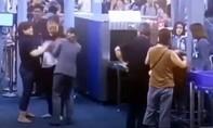 Tát nhân viên an ninh sân bay, nữ du khách bị phạt 63 USD