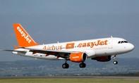 Máy bay hạ cánh khẩn cấp vì khách đập vỡ điện thoại phát nổ
