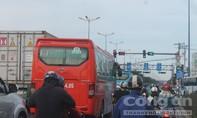 Người dân ùn ùn rời Sài Gòn về quê nghỉ Tết