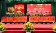 Trao cờ thi đua của Chính phủ, Bộ Công an cho các đơn vị xuất sắc