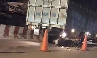 Xe máy tông đuôi xe tải, thanh niên tử nạn trong đêm