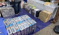 Đột kích hai kho thuốc lá lậu lớn ở Sài Gòn