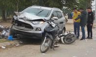 """Xe """"điên"""" tông nhiều ô tô và xe máy, hai vợ chồng tử vong"""