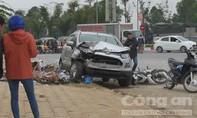 Tài xế ô tô tông nhiều xe máy ra trình diện công an