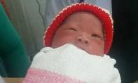 Bé trai sơ sinh nặng 3,2kg bị bỏ rơi cạnh quán nhậu