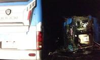 Xe khách tông vào xe giường nằm lật trên QL1A, 14 người thương vong