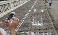 Trung Quốc phạt tiền người băng qua đường 'dán mắt' vào điện thoại