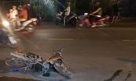 """Ôtô bán tải """"cuốn"""" 4 xe máy, 4 người bị thương nặng"""