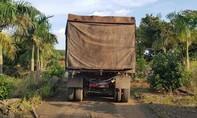 Người dân mật phục bắt xe container đổ trộm chất thải nguy hại