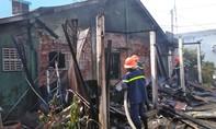 Cháy kho hàng đồ điện, khu dân cư hoảng loạn