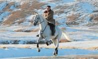 Hình ảnh Kim Jong-un cưỡi bạch mã trên núi thiêng là có 'ẩn ý'