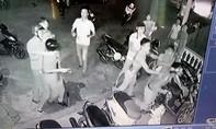 Thu cả lô hung khí của nhóm gây rối, đánh trọng thương 3 công an