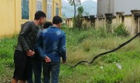Học sinh lớp 2 bị điện giật tử vong: Dây điện võng xuống đã lâu ngày