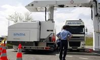 """Truy tìm """"mắt xích"""" quan trọng vụ 39 thi thể trong container tại Anh"""