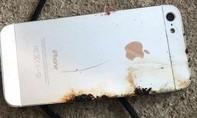 Nổ điện thoại iPhone trong lúc sạc pin, 1 người tử vong