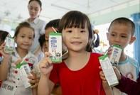 Chương trình sữa học đường đến với học sinh tỉnh Vĩnh Long