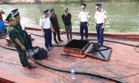 """Cảnh sát biển tạm giữ một tàu vận chuyển dầu """"bẩn"""""""