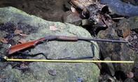 Mang súng vào rừng, một người bị trúng đạn tử vong