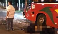 Xe máy va chạm xe khách, 2 chiến sĩ công an nghĩa vụ thương vong