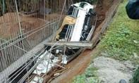 Xe tải lao xuống khe núi ở Philippines, khiến 19 người thiệt mạng