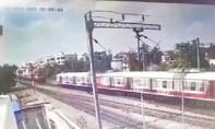 Clip kinh hoàng hai đoàn tàu hỏa đâm nhau trực diện