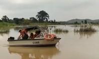 Bơi ra sông bắt rắn, 1 người bị nước cuốn trôi mất tích