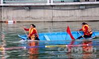 Phụ nữ xứ dừa bơi xuồng như... chạy xe máy