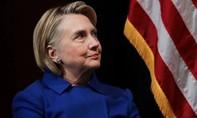 Máy bay chở bà Clinton phải hạ cánh khẩn cấp vì gặp sự cố