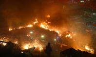 Đụng độ dữ dội ở Hong Kong: Cảnh sát vào trường Đại học trấn áp