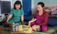 Hai cô giáo dạy trẻ khuyết tật bằng tất cả tấm lòng