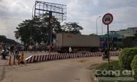 Xe container ôm cua cán 2 người thương vong ở Sài Gòn