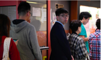 Dân Hong Kong xếp hàng bỏ phiếu sớm do lo sợ đụng độ