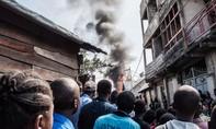 Máy bay rơi xuống khu dân cư, ít nhất 24 người thiệt mạng