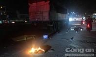 Xe tải kéo lê xe máy ở đoạn đường tối, một người chết tại chỗ