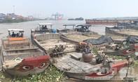 """TP.HCM: Bắt quả tang cả đội ghe """"khủng"""" chở cát lậu trên sông Đồng Nai"""