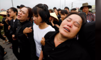 Chùm ảnh: Ngày về đẫm nước mắt của 16 thi thể từ Anh
