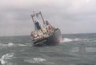 Cứu 18 thuyền viên trên tàu nước ngoài gặp nạn trên biển