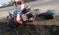 Xe máy tránh ô tô mất lái đâm cột mốc, cô gái tử vong tại chỗ