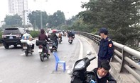 Xe bán tải gây tai nạn khiến 2 mẹ con thương vong rồi bỏ chạy