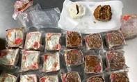 Một người đàn ông Việt bị Úc trục xuất vì mang bánh nhân thịt heo