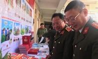 Khai trương phát hành lịch Công an nhân dân năm 2020
