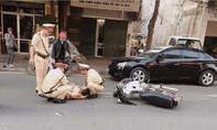 Bắt đối tượng lao xe máy khiến CSGT gãy xương tay