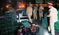 Hai xe khách chở hơn 500 két bia, rượu ngoại không giấy tờ