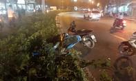 Tai nạn liên hoàn giữa 2 ô tô và xe máy, 2 người nguy kịch
