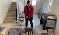 Tạm giam kẻ vận chuyển hơn 4.000 gói thuốc lá lậu