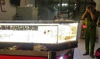 Tiệm vàng bị cướp khi chủ tiệm đang xem trận Việt Nam - Indonesia