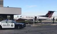 Thiếu nữ Mỹ bị bắt vì trộm... máy bay